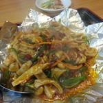 中華料理 萬来 - ホルモンの鉄板焼き 880円