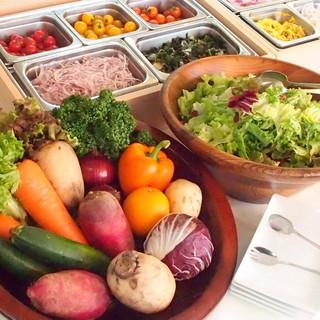 ランチも楽しく♪新鮮野菜ブッフェ