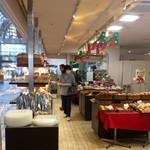 デリファクトリー神戸ベル - 販売スペース。