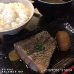 魚然 - 煮魚(銀カレイ)と唐揚定食 830円