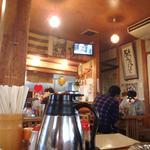 蒜山食堂 - 店内と熱々アベックとその他少数