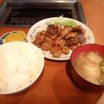 蒜山食堂 - ホルモン定食 900円