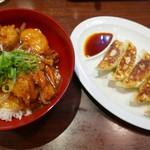 ラーメン横綱 桂麺房 - 唐揚げ甘酢あんかけ丼、餃子セット(690円)
