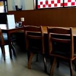 中華そば さたけ - テーブル席。