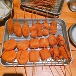 串くし本舗 - 串カツです。オススメは、餅です。(2016.11 byジプシーくん)