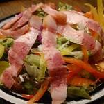 琉美豚のベーコンサラダ