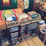 チャントルーズ - 店内では中古レコード・CD等の販売も行っております。
