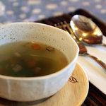 カフェピボディ - セットのスープ。コンソメ。2010年12月撮影。