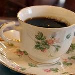 カフェピボディ - コーヒー。カミさんのカップ。2010年12月撮影。