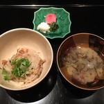 御料理 堀川 - 御飯:鶏牛蒡ごはん・なめこともずくの味噌汁・香の物