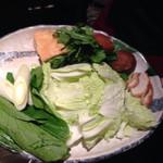 豚肉創作料理 やまと - お野菜( 投入途中経過  )