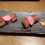 渋谷で真の山形牛を扱うお店 加藤牛肉店シブツウ - 山形牛ステーキ       (←トモサンカク、しんしん→)