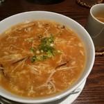 シエルドラゴン - 料理写真:ふかひれソバ+デザートセット(1000円) ふかひれソバ&ホットウーロン茶 ※麺パスポート使用