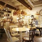 cafe Cherish - 雑貨やアンティーク家具でいっぱい☆
