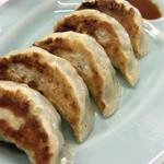 熊本らーめん 育元 - 餃子はなんと神戸餃子のように味噌タレで頂きます