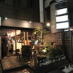 博多串焼きよかろうもん - 看板が小さいですが、「美味しいお店オーラ」が出ている外観です。