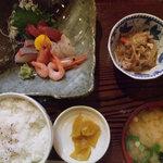 八天 - 料理写真:刺身定食1050円