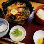 ごまそば鶴㐂 - 鍋焼きうどん961円税込+ライス