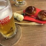 トカチ一心 ミートバル - 生ビール(サッポロクラシック)529円とお通し540円はイッシン特製パン