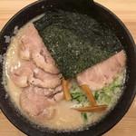 熟成とんこつラーメン専門 一番軒 - 白豚骨チャーシューメン 880円