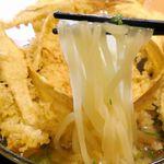 大地のうどん - 透明感のある麺は艶があってグミのような食感でウマウマ!出汁と上手くマッチして至高の一品でした。