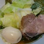 そらの星 - 料理写真:キャベツラーメン+ほうれん草+味玉♪
