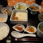 ギャラリー有田 - ごどうふ定食 1380円