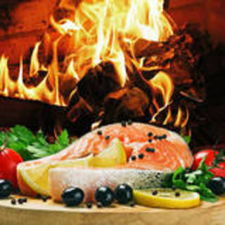 日本最大級の暖炉でお肉や鮮魚を調理する暖炉レストランです。