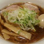 麺や壱真 - 具はチャーシュー2枚、メンマ、ねぎ