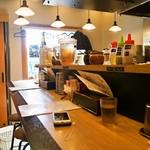 麺や 蓮と凜 - 店内(カウンター席)