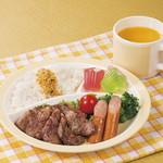 焼肉ダイニング GYUBEI - 【オレンジジュース付き】お子様焼肉プレート お子様でもご安心してお召し上がりいただけるお子様専用キッズメニューです。牛焼肉、ソーセージ、野菜、ごはん、ふりかけ、ゼリー、オレンジジュースのセットです。