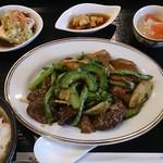 美食天堂 金威 - 日替わりランチ(牛肉と彩り野菜のBBQソース)
