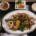 美食天堂 金威 - 日替わりランチ