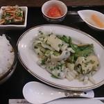 美食天堂 金威 - 日替わりランチ(紋甲イカと美ナスのしそ風味炒め)
