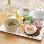鞘ヶ谷ガーデン - 料理写真:ナシゴレンとピリ辛サテプレート