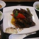 美食天堂 金威 - 日替わりランチ(牛ロースと秋茄子のピリ辛豆豉炒め