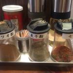 59757507 - 味変アイテム→お酢、ラー油、胡椒、カツオ粉、煮干粉、七味