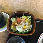 香亭 - サラダで口の中の火傷を癒します。