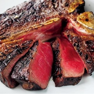 肉汁溢れる熟成ジャージー牛。じっくりオーブンで焼き上げます