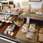 ほとりの商店 - 人気のパン