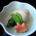 ひのきざか - 海老芋、絹さや、青菜、お麩の焚き合せ♪