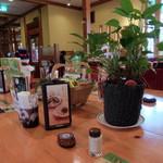 コメダ珈琲店  - カウンター式テーブル席