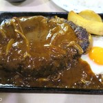 はと屋 - ハンバーグは松阪牛の粗挽き肉が使われる