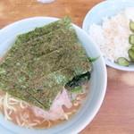 横浜ラーメン武蔵家 - 料理写真:ラーメン+ライス中