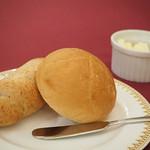 マゼランズ - 米粉パンとライ麦パン