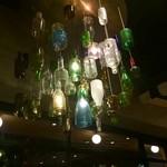 59782033 - 空き瓶でこんなおしゃれなシャンデリア。