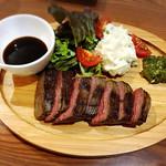 くつろぎ鉄板酔縁 - 松阪牛のササミをジンジャーソースと刻みわさびで