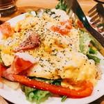 炉端 香家 - 『厚切りベーコンとマリネ野菜のオムレツサラダ』様(780円)ちょっと強気な値段設定ながらビジュアル的にあり!