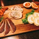 59792430 - ◆前菜盛り合わせ                       合鴨の生ハム燻製                       炙り明太子の燻製                       燻製たまご                       いぶりがっこのクリームチーズ巻き                       フォアグラ入りレバーパテ