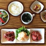 焼肉ダイニング GYUBEI - ホルモン焼肉ランチ《サラダバー&ライス食べ放題付》 ハラミ、シマチョウ、ハツのホルモン尽くしの焼肉ランチセットです。